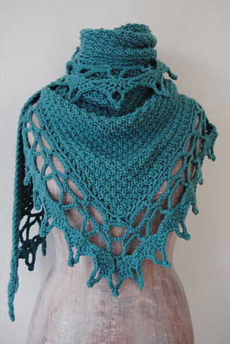 Sidewalk Shawl Crochet Pattern | Red Heart